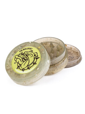 The Bulldog grinder is a 3-piece, eco plastic grinder that is with the iconic The Bulldog logo on its lid. A lightweight grinder with magnetic closure and pyramid shaped teeth that effortlessly shred and grind your material into the desired texture. The grinder is 60mm in diameter.